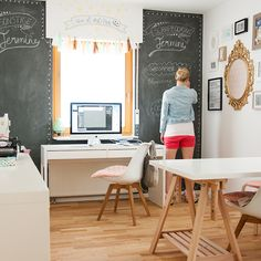 Jessica Lohof ✫ Talk about priceless: Studio - More about DIY chalkboard paint Home Office Space, Home Office Design, Office Decor, House Design, Inspiration Design, Room Inspiration, Diy Chalkboard Paint, Chalkboard Walls, Layout