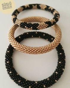 Crochet Beaded Bracelets, Bead Crochet Rope, Bead Loom Bracelets, Seed Bead Jewelry, Beaded Jewelry, Beaded Necklace, Loom Bracelet Patterns, Diy Earrings, Loom Beading