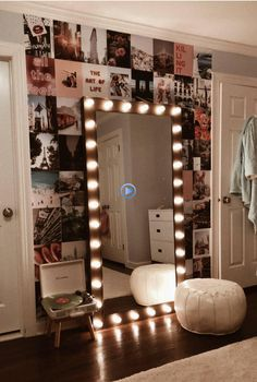 Vanity Mirror with Lights Ideas (DIY or BUY) for Amour Makeup Room - Vanity . - Vanity Mirror with Lights Ideas (DIY or BUY) for Amour Makeup Room – Vanity Mirror with Light - Teenage Room Decor, Teen Decor, Cute Room Decor, Bedroom Decor Lights, Bedroom Lighting, Room Decor With Lights, Vanity Lighting, Room Decor With Pictures, Bedroom Fairy Lights