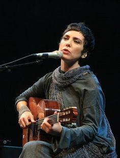 Adriana Calcanhoto.