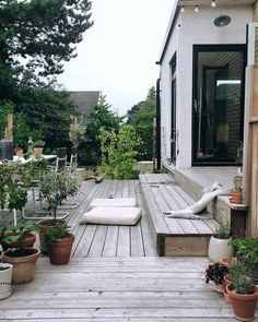 √ Best Garden Decor Design and DIY Ideas - Garten/Scheune - Garden Deck Diy Pergola, Cheap Pergola, Outdoor Spaces, Outdoor Living, Outdoor Decor, Amazing Gardens, Beautiful Gardens, Summer Diy, Scandinavian Design