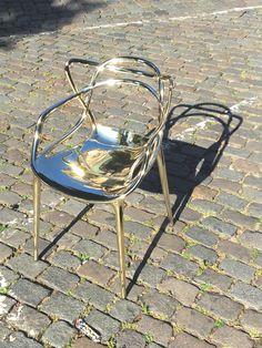 Masters Chair Metal Gold van Kartell *** VAN € 419 VOOR € 200 *** Bel of kom langs in een van onze winkels te Den Bosch