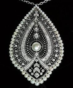 Natural pearls diamond pendant necklace platinum white gold old European cut diamonds French antique jewelry Edwardian Jewelry, Antique Jewelry, Vintage Jewelry, Edwardian Style, Antique Necklace, Jewelry Armoire, Art Deco Jewelry, Pearl Jewelry, Fine Jewelry