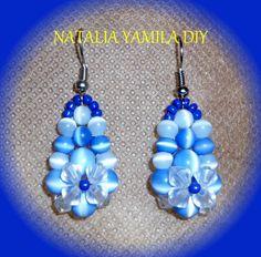 Aros pendientes ARTESANALES enfilados de perlas azules y toupies . Handmade beaded earrings