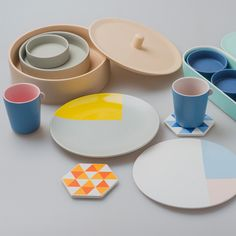Dishes Designed for Company by SANIYO #MONOQI #Dinner