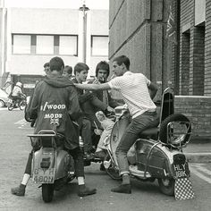 Mods on scooters in the Carnaby Street area of London filming ''Steppin' Out'' Photo by Paul Wright, summer the summer of the Mod revival. Mod Scooter, Lambretta Scooter, Scooter Garage, Scooter Girl, Piaggio Vespa, Teddy Boys, Motos Retro, Paul Wright, Carnaby Street