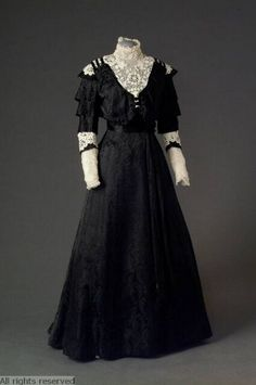 1900-1905 Victorian Edwardian black satin dress, crocheted lace. Antwerp Fashion Museum (mode museum) T96/10AB.