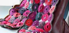 Hæklet tørklæde af cirkler = Danish for Crocheted scarf of circles. Pattern written in Danish.... Google translate.