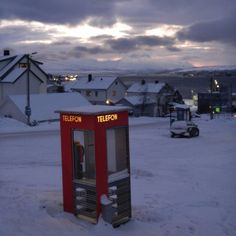 #norway #norge #tromsø #visitnorway #europe #Scandinavia #phonebooth #sky #winter #midwinter #snow #cold #colorsinthesky #afternoon #iger #picoftheday #instapictures #wanderlust #travelgram #vacation #vacationtime #zen #chill #relax #nostress #travelling #travel #instatravelling #instatravel by timvv83