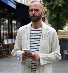 PARIS- 23 de junio de 2017 Angelo Flaccavento en la calle durante la Semana de la Moda de París