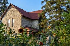 Spectacular historical architecture, like the Franklin Mill House, plus a local museum....