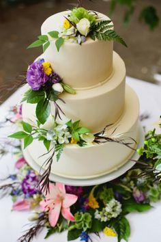 white floral cake // Events by Satra // Phoebe Joy Photography // Studio Cake