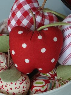 PDF Pattern  'A Dapple of Apples'  Basket of Fabric