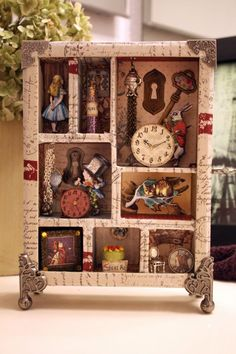 Alice in Wonderland Eat Me Drink Me Shadowbox Collage Alice In Wonderland Crafts, Adventures In Wonderland, Altered Tins, Altered Art, Mad Hatter Tea, Mad Hatters, Shadow Box Art, Creation Deco, Assemblage Art