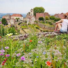 Flânerie à Château-Chalon, Plus Beaux Village de France | Jura, France | Photo Bestjober - Max Coquard | #Jura #JuraTourisme
