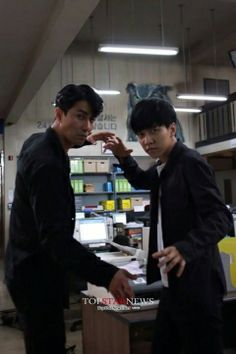 Cha Seung Won & Lee Seung Gi {behind the scenes} Korean Tv Shows, Korean Actors, Korean Dramas, Cha Seung Won, Lee Seung Gi, Kdrama, You're All Surrounded, Brilliant Legacy, Ahn Jae Hyun