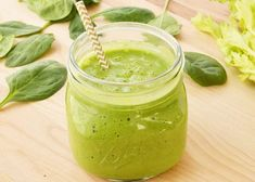 Detox green smoothie without banana containing lemon juice parsley ginger and more. Detox, debloat, and cleanse with these yummy detox smoothie! Pinapple Smoothie Recipes, Smoothie Legume, Smoothie Fruit, Detox Smoothie Recipes, Smoothie Prep, Yogurt Smoothies, Easy Smoothies, Breakfast Smoothies, Weight Loss Smoothies