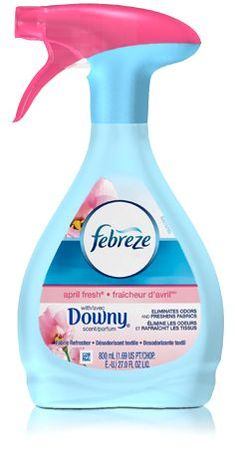 Home Made Febreze - Just a bottle - All you will need is : Cup of fabric softener, 2 tablespoons of Baking Soda , Hot tap water, and a Spray bottle. Diy Cleaning Products, Cleaning Solutions, Cleaning Hacks, Cleaning Supplies, Diy Cleaners, Cleaners Homemade, Febreze, Fabric Refresher, Downy