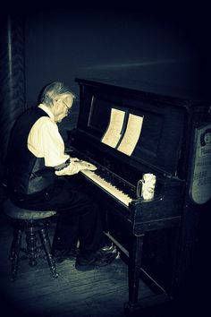 Piano Player by KelvinfromKS, via Flickr