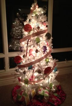"""Kandeeland: My """"candyland"""" Christmas Tree Before and After:"""