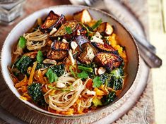 Dr Michael Mosley's recipes for one: Lose two stone in just three months with these meals 800 Calorie Diet Plan, Meals Under 200 Calories, 800 Calorie Meal Plan, Michael Mosley, One Person Meals, Meals For One, Recipes For One Person, Heart Healthy Recipes, Vegetarian Recipes