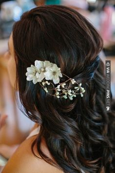 wedding hair down with a simple flower for that added touch. | CHECK OUT MORE IDEAS AT WEDDINGPINS.NET | #weddinghair