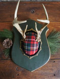 Another antler makeover complete with forest green paint, gold rub'n buff and vintage wool Christmas plaid. Mr. Buck is ready to party for the Holidays! Upscale Downhome