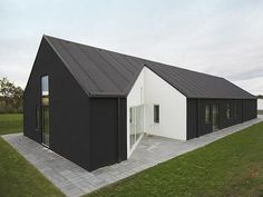 Cebra Architects designed an unusual country house located in Denmark with a great mix of pastoral settings and modern architecture. The house looks like a Minimalist House Design, Minimalist Home, Modern House Design, Modern Barn, Modern Country, Modern Gothic, Ultra Modern Homes, Country House Design, Shed Homes