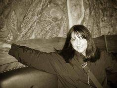 """Uzbequistan, 2009.""""Sin mi cámara NO"""", fotografías personales que dan """"fe de vida"""" de la presencia física de la fotógrafa Gloria Giménez que estaba en el lugar """"del instante fotografiado"""" de sus Portfolios . Desde sus inicios 1991 hasta la actualidad."""