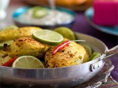Tandoorikana on yksi tunnetuimmista intialaisista ruokalajeista. Jogurttimarinadi tekee broilerin rintafileestä mureaa. Tarjoa sen kanssa basmatiriisiä, raitaa ja naan-leipää.