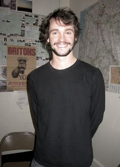 For some odd reason I think this is irresistible. Hugh Dancy <3