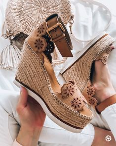 Some of the proven side effects of long-term wear of high heels are sprains, foot discomfort, back pain and other foot fractures and defects. But despite these, the high heels continue to be in style with celebrities and common females rocking them. Cute Womens Shoes, Cute Shoes, Me Too Shoes, Spring Shoes, Winter Shoes, Summer Shoes, Shoes 2018, Frauen In High Heels, Lady