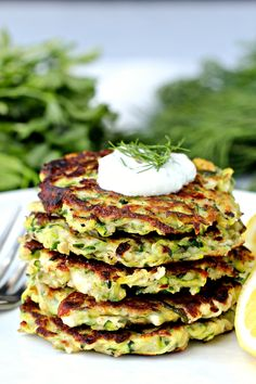 Make these crispy zucchini fritters for a light and tasty snack. : Make these crispy zucchini fritters for a light and tasty snack. Diet Snacks, Yummy Snacks, Snack Recipes, Healthy Recipes, Healthy Food, Healthy Meals, Eating Healthy, Delicious Recipes, Mediterranean Diet Recipes