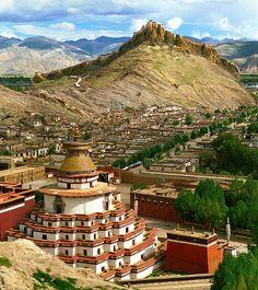 Palcho or Pelkor Chode and Kumbum in Giantse, Gyangze, Tibet.  Photo: reurinkjan, via Flickr