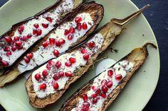 ♥ Lepeltje Liefde: Ottolenghi's aubergines met karnemelksaus en grana...