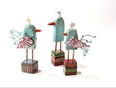 wooden birds by barbara gilhooly. Would like to try these as owls Paper Art, Paper Crafts, Paper Mache Clay, Clay Birds, Creation Deco, Found Object Art, Bird Crafts, Toy Art, Wooden Bird