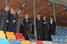Su Majestad el Rey recibe explicaciones durante su recorrido por la Tarraco Arena Plaza. 16.03.2015