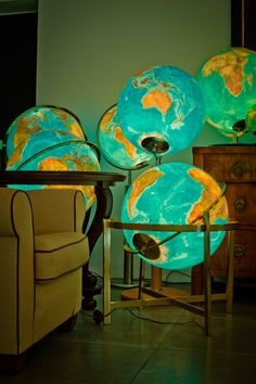I have always loved globes World Globe Map, World Globes, Map Globe, Globe Lights, Globe Lamps, We Are The World, Vintage Maps, Sweet Home, New Room