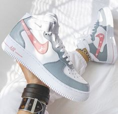 Cute Nike Shoes, Cute Nikes, Cute Sneakers, Nike Air Shoes, Cool Womens Sneakers, Air Jordan Sneakers, Sneakers Women, New Sneakers, Sneakers Nike