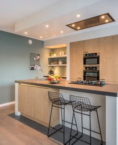 How to Plan for a Kitchen Remodeling or Renovation Project – Interesting Decor My Kitchen Rules, Kitchen On A Budget, New Kitchen Designs, Modern Kitchen Design, Rustic Kitchen, Kitchen Decor, Kitchen Dining, Moving New House, Kitchen Gallery