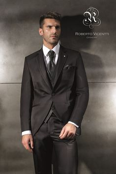 Traje de novio de Roberto Vicenti en Dream Valladolid. Más en www.dreamday.es