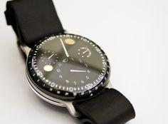 これは欲しいかも。久しぶりに新しい腕時計が欲しくなった。  文字盤があんなことになるなんて驚き・・・・  http://www.ressence.eu/