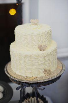 2 tier vintage inspired wedding cake