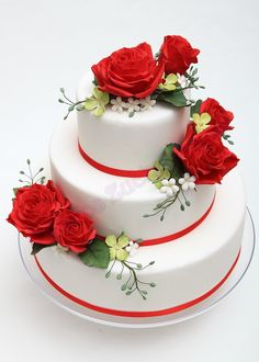 Wedding cake with red roses - Classical wedding cake dummy with red rosesm, white fillers and hydrangeas for a wedding decoration window :-)