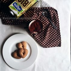 Cappuccino di soia con cacao e biscottini vegan