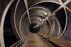 Iluminación nocturna del puente monumental y del parque de la Arganzuela, por madrid.es