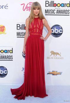 Taylor Swift con vestido de Elie Saab Taylor Swift, Summer Taylor, Elie Saab, Billboard Music Awards, Lace Maxi, Prom Dresses, Formal Dresses, American Actress, Red Carpet