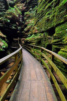 Canyon Path, Wisconsin Dells, Wisconsin (photo by Steve Krohn) Travel Honeymoon Backpack Backpacking Vacation Oh The Places You'll Go, Places To Travel, Places To Visit, Travel Destinations, Vacation Spots, Dream Vacations, Vacation Ideas, Wow Photo, Photos Voyages