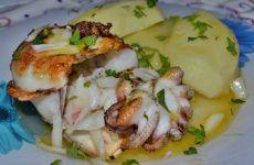 Choco grelhado com molho de manteiga Potato Salad, Food And Drink, Potatoes, Chicken, Breakfast, Ethnic Recipes, Octopus, Countries, Baked Cod