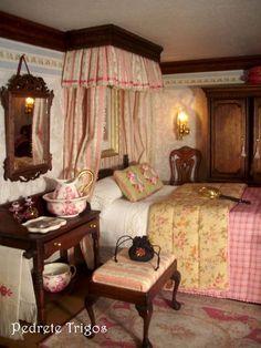 Chippendale Schlafzimmer erbaut von Pedrete Trigos mit Möbelbausätzen von Mini Mundus: Chippendale Sitzhocker (40031), Waschtisch mit Schublade (40010), Wandspiegel (42402), Baldachin Doppelbett (40014), Queen-Anne Armlehnenstuhl (40078) und Queen-Anne Kleiderschrank (40082). Alle Möbelstücke wurden mit Mahagoni Flüssigwachs (43002) und mit Patina (43006) veredelt. Un cordial saludo, Pedrete Trigos // Herzliche Grüße, Pedreto Trigos (http://elblogdepedrete.blogspot.de/)